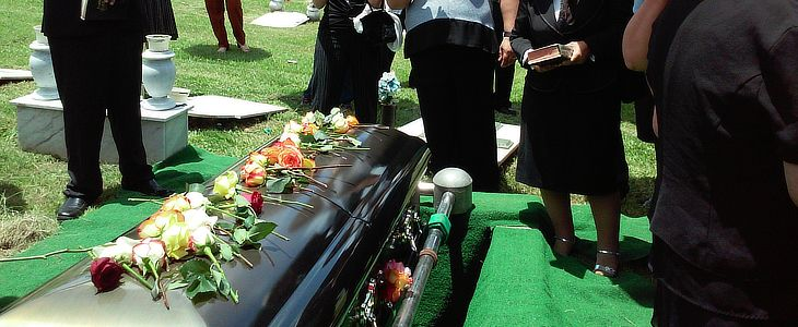 What is the difference between a burial, memorial and cremation types of funerals?